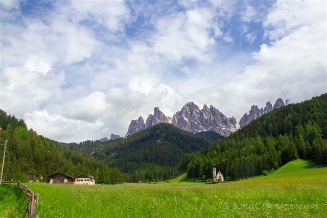 Italia Sudtirol Alto-Adige Val Funes St. Johann in Ranui