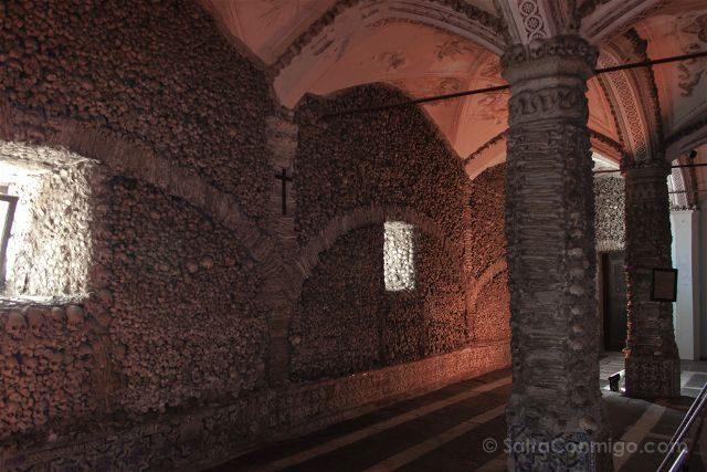 portugal alentejo evora capela dos ossos interior