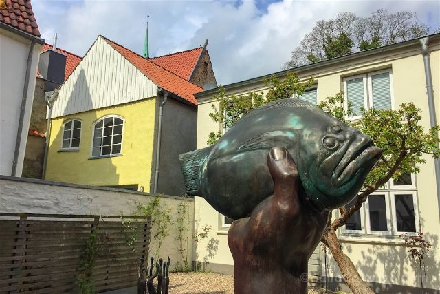 alemania lubeck gunter grass-haus patio escultura