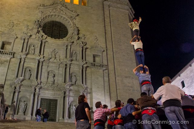 catalunya girona catedral escaleras castellers marrecs salt torre cuatro