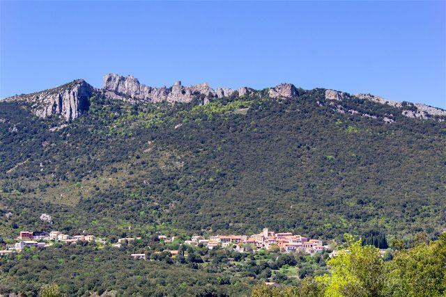 francia aude pais cataro castillo peyrepertuse murallas pueblo