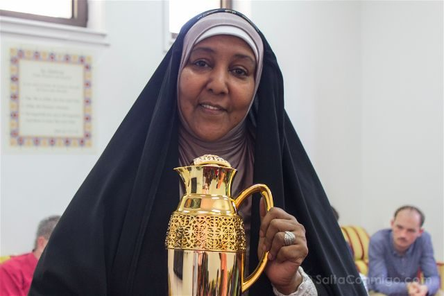 oman mujer gran mezquita sultan qaboos