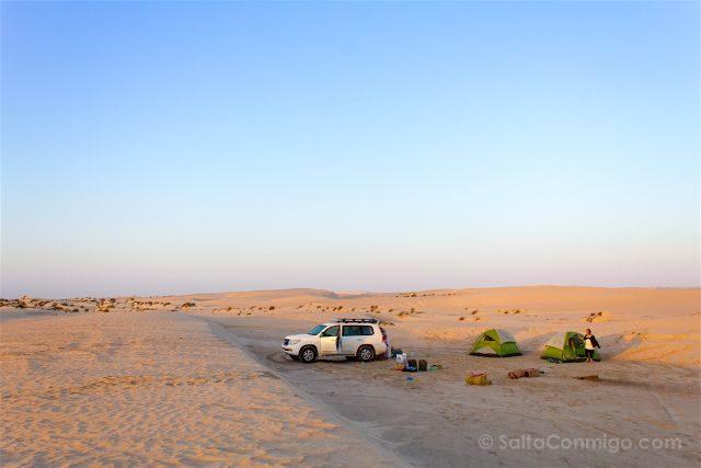 oman playa desierto campamento