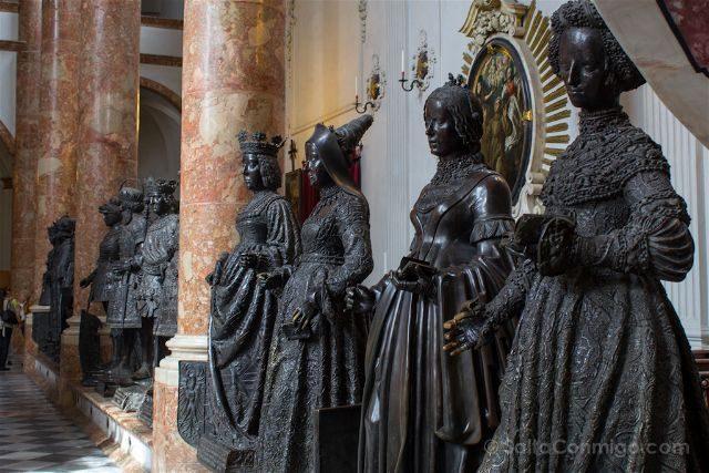 austria innsbruck hofkirche iglesia corte damas