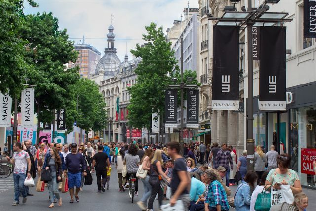 belgica flandes amberes calle meir gente