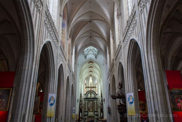 belgica flandes amberes catedral nuestra senora interior