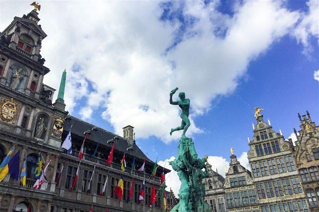 belgica flandes amberes grote markt silvio brabo