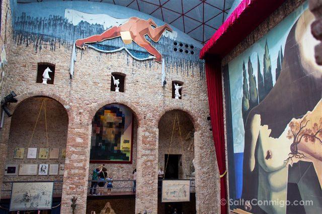 catalunya girona figueres teatro museo dali interior patio butacas