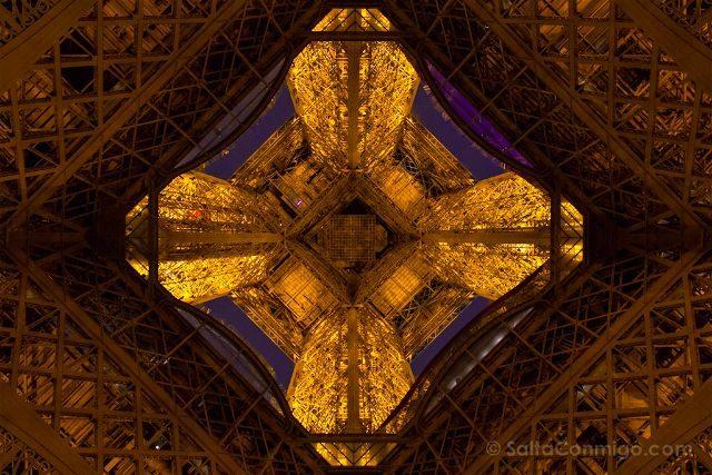 francia paris torre eiffel base estructura dorada