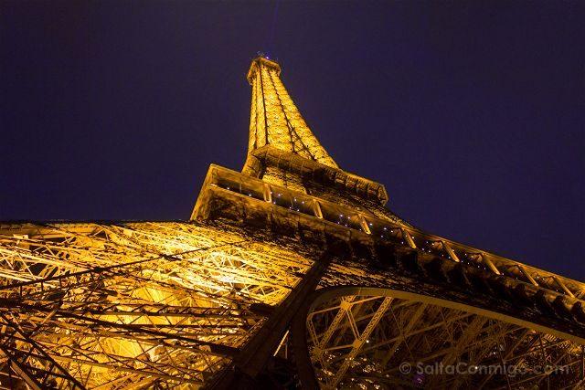 francia paris torre eiffel base lateral estructura dorada
