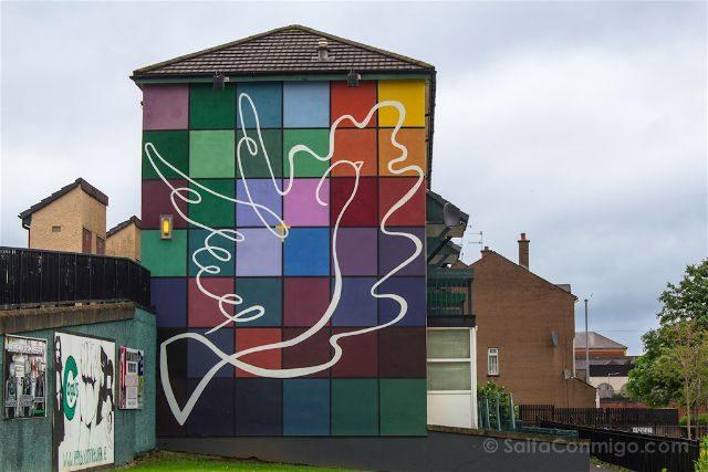 irlanda del norte derry londonderry murales bogside catolicos nacionalistas mural paz