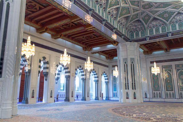 oman muscat mascate gran mezquita sultan qaboos sala oracion