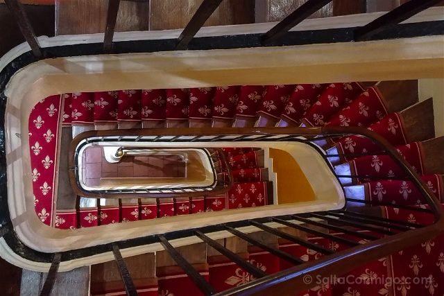francia paris hotel saint paul rive gauche escaleras