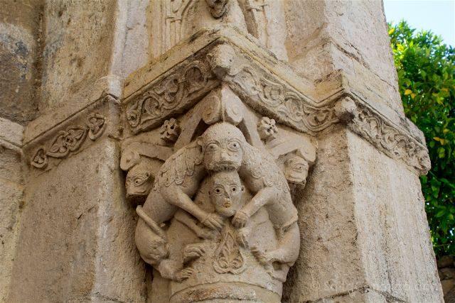 Catalunya Girona Besalu Capitel Hospital Sant Julia