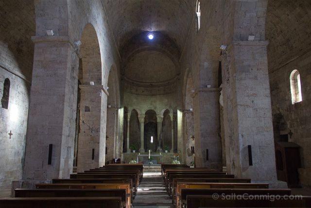 Catalunya Girona Besalu Interior Monasterio Sant Pere