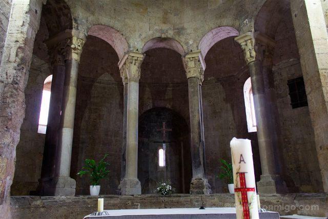 Catalunya Girona Besalu Monasterio Sant Pere Deambulario