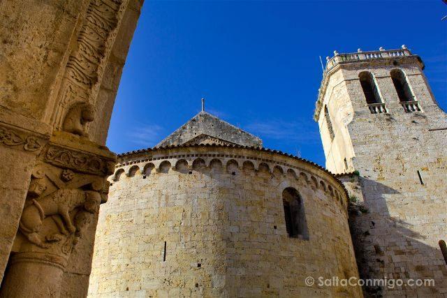 Catalunya Girona Besalu iglesia Sant Vicenc Abside Exterior