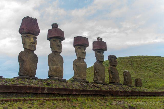 Chile Isla De Pascua Moais Ahu Nau Nau Anakena