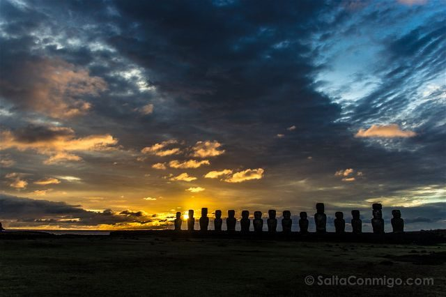 Chile Isla De Pascua Moais Ahu Tongariki Amanecer