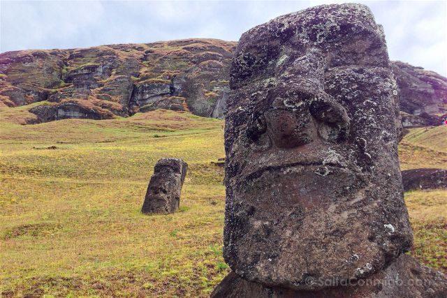 Chile Isla De Pascua Moais Rano Raraku