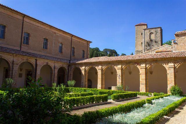 Francia Pays Catare Abadia Lagrasse Canonigos Claustro