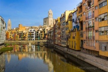 Girona Casas Colores Rio Onyar Pont Eiffel