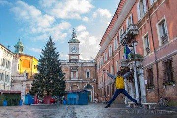 Italia Emilia Romagna Ravena Piazza Popolo Salto