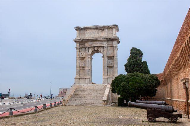 Italia Marcas Ancona Arco Trajano