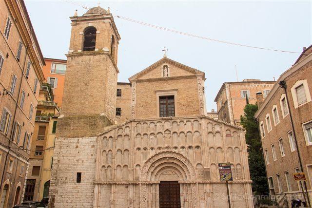 Italia Marcas Ancona Iglesia Santa Maria Fachada