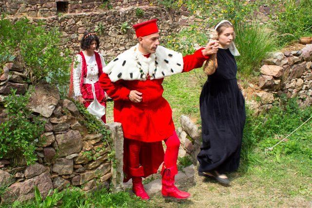 Italia Sudtirol Tirol Del Sur Bolzano Castel Rafenstein Schloss Desfile