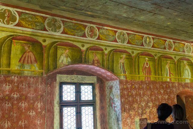 Italia Sudtirol Tirol Del Sur Bolzano Castel Roncolo Schloss Runkelstein Frescos Figuras
