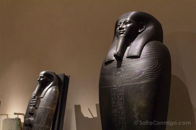 Italia Turin Museo Egipcio Estatuas Faraones