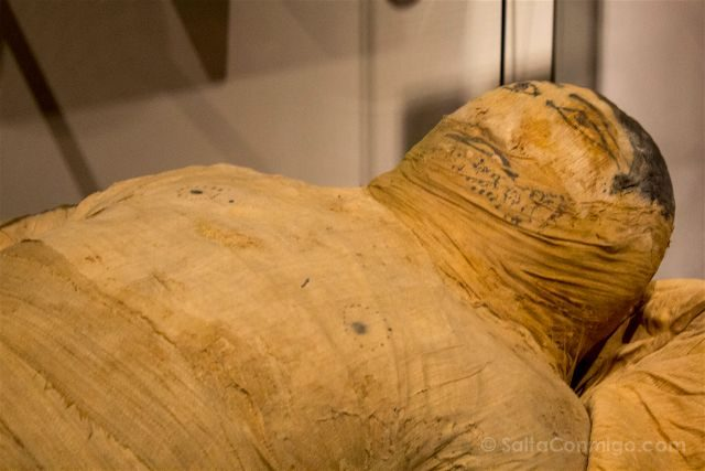 Italia Turin Museo Egipcio Momia Vendas