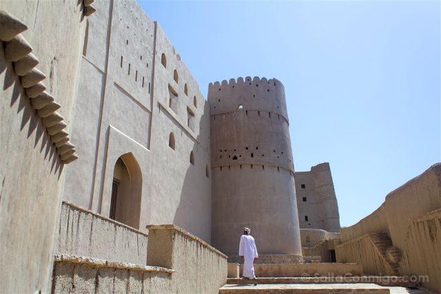 Oman Fuerte Bahla Fort Entrada