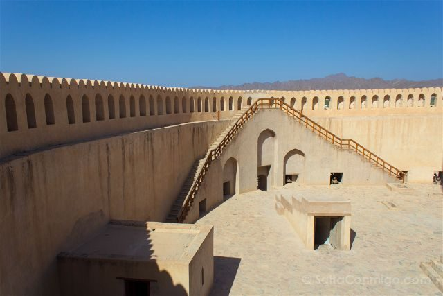 Oman Fuerte Nizwa Fort Patio Escalera
