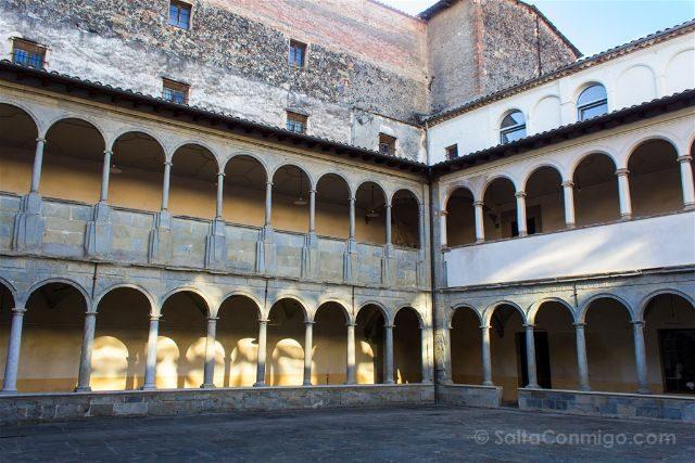 Girona Garrotxa Olot Claustro Carme