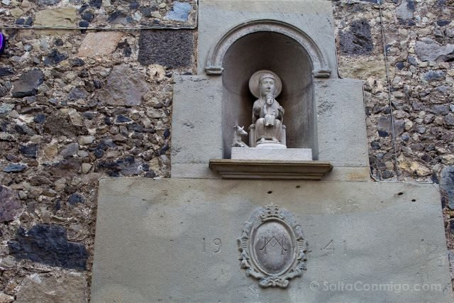 Girona Garrotxa Olot Virgen del Tura Escultura