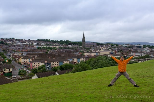 Irlanda Del Norte Derry Londonderry Muralla Vista Bogside Salto