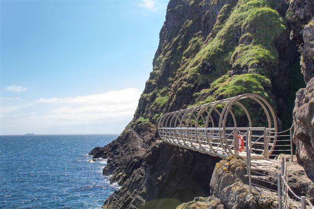 Irlanda del Norte Sendero Gobbins Puente Tubular Vista