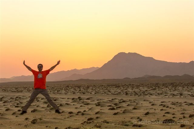 Oman Masira Playa Desierto Puesta Sol Salto