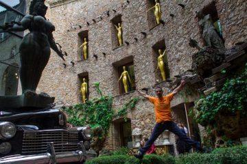 Girona Figueres Teatro-Museo Dali Patio Salto