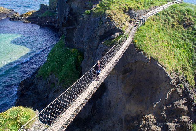 Irlanda del Norte Carrick-a-Rede Puente Colgante Sara