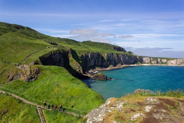 Irlanda del Norte Carrick-a-Rede Puente Colgante Sendero Desde Isla