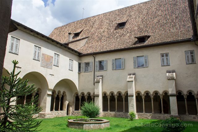 Italia Sudtirol Bolzano Bozen Franciscanos Claustro