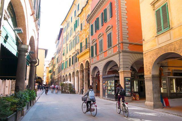 Italia Toscana Pisa Calles Bicis Soportales