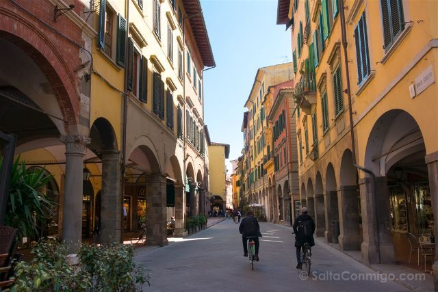 Italia Toscana Pisa Calles Soportales Bicis