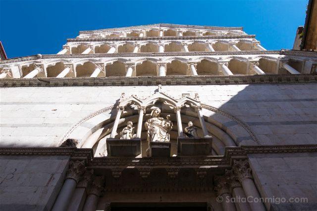 Italia Toscana Pisa Iglesia San Miguel Burgo Fachada
