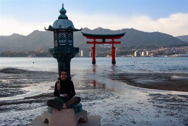 Japon Miyajima Itsukushima Linterna Torii Sara