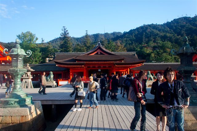 Japon Miyajima Itsukushima Santuario Gente