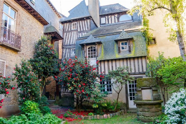 Francia Bretagne Rennes Patio Interior Pozo